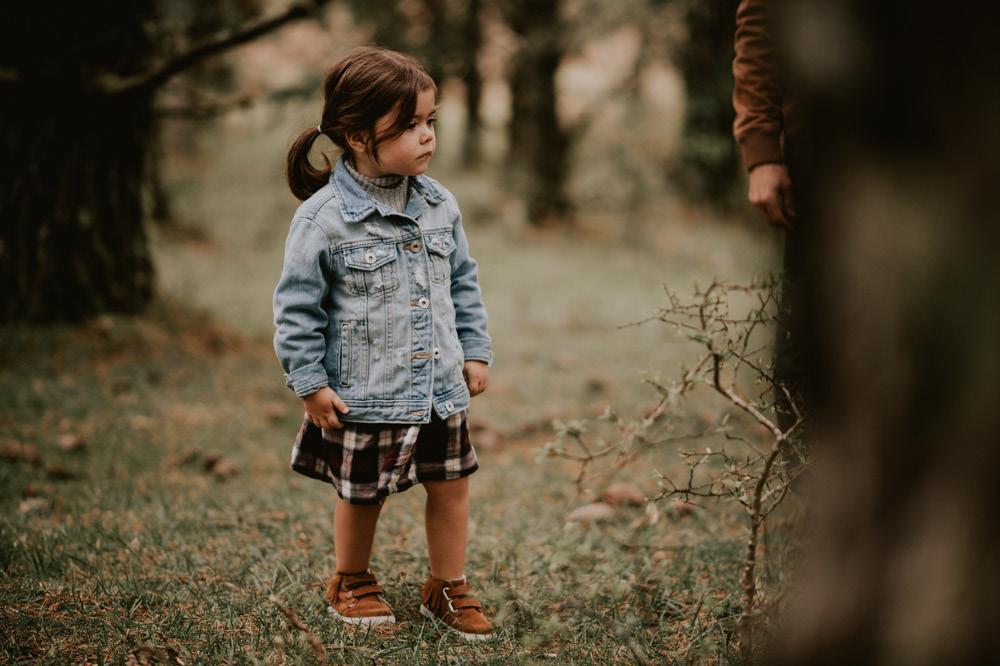 Fotografosbodabodasgaliciaretratosesiónfotograficacostaembarazadaafiestraa fiestrafotografiacreativaraqueldavid3 - Sesión familiar en un bosque de Galicia - Petite Olivia & Louis